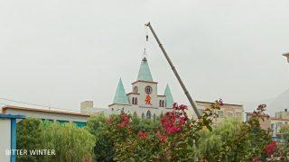 信徒抗議政府強拆十字架遭抓捕(視頻)