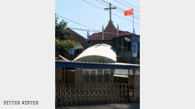 丹東市元寶區金山鎮基督教堂豎立國旗(8月中旬)