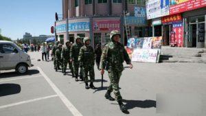 警察在新疆街面巡邏(網絡圖片)