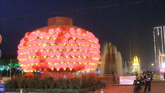 中共强迫新疆维族穆斯林欢庆春节迎猪年