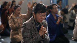 家庭教會信徒迫切禱告(網絡圖片)