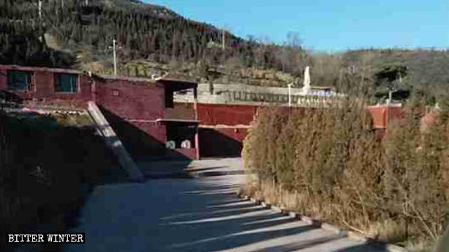 聖泉寺一個兩層建築現已被拆