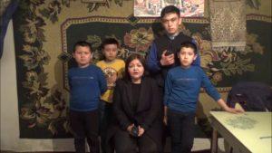 烏瑪洛娃律師和「被孤兒」的孩子們