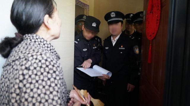 某地警察上門回訪(網絡圖片)