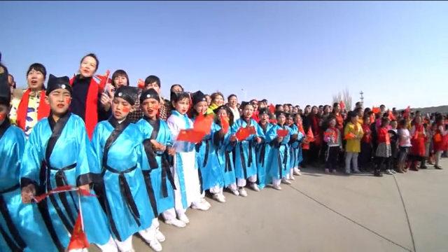 維吾爾兒童被迫身穿漢服迎接維吾爾族迎春節(諾魯孜節,Nowruz)