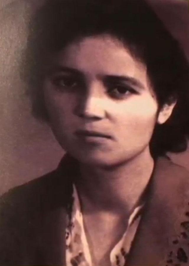 蘇雲古麗年輕時的照片,攝於1963年,在新疆醫科大學就讀期間